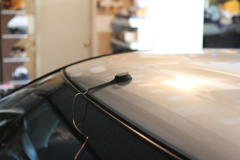 Install antenna on car roof